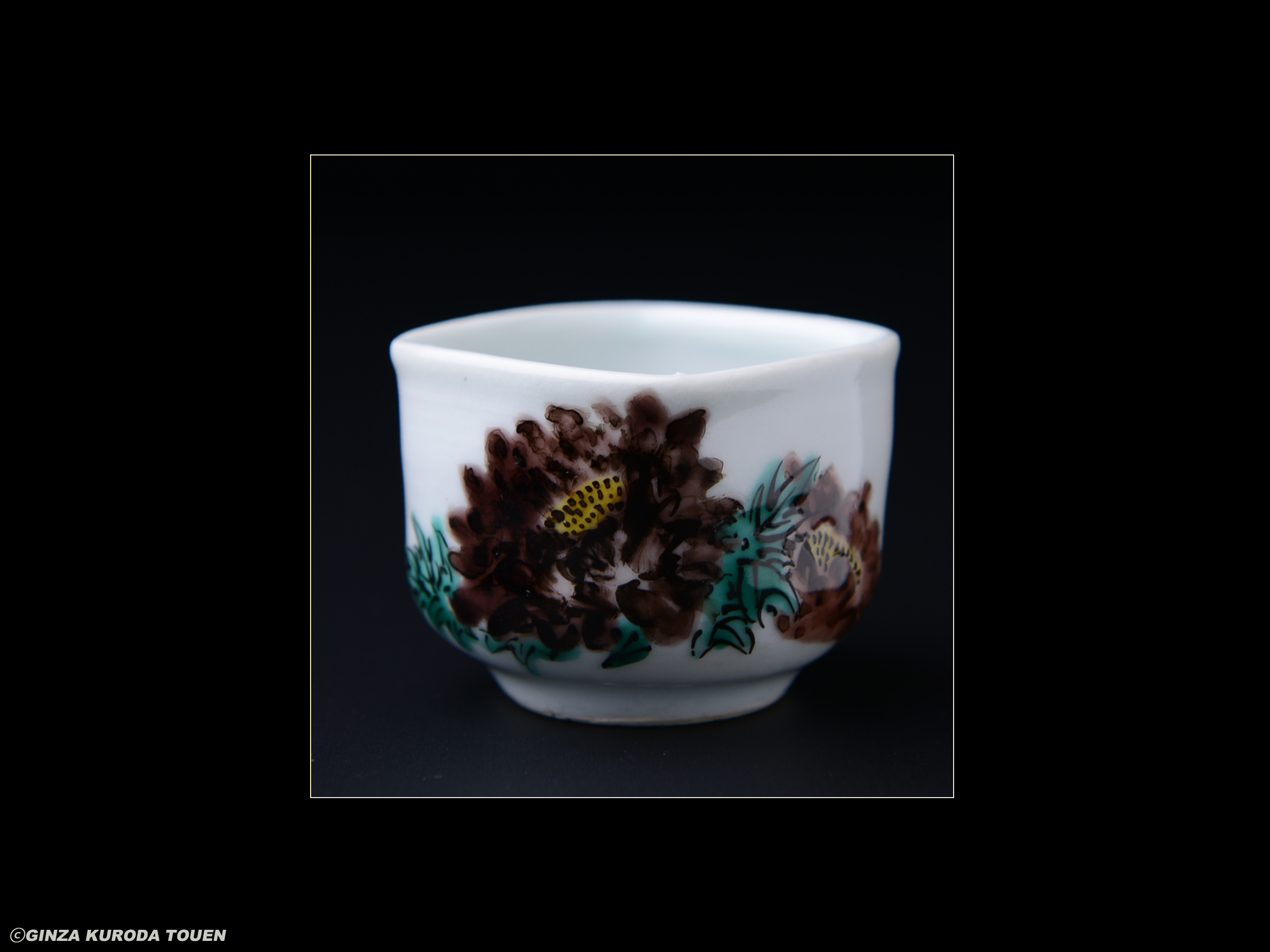 Nodo Fujimoto: Sake cup, overglaze enamels, peony design