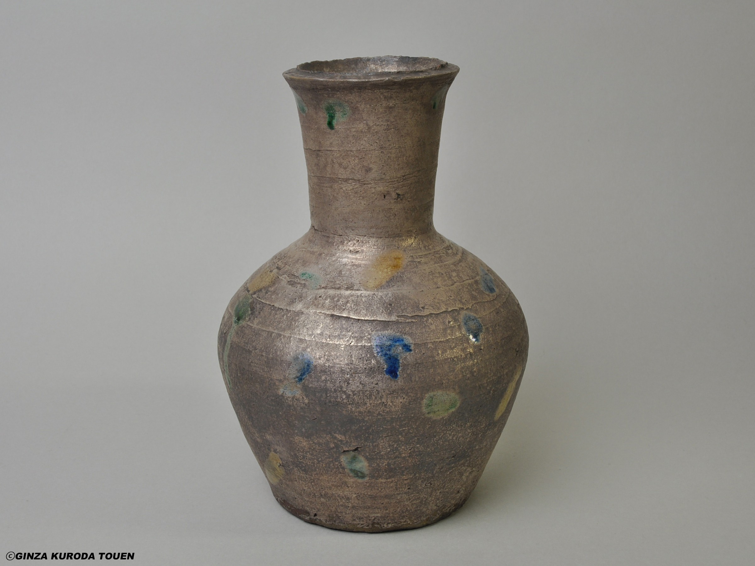 Rosanjin Kitaoji: Flower vase, three colored spottings on silver paint, Turnip shape