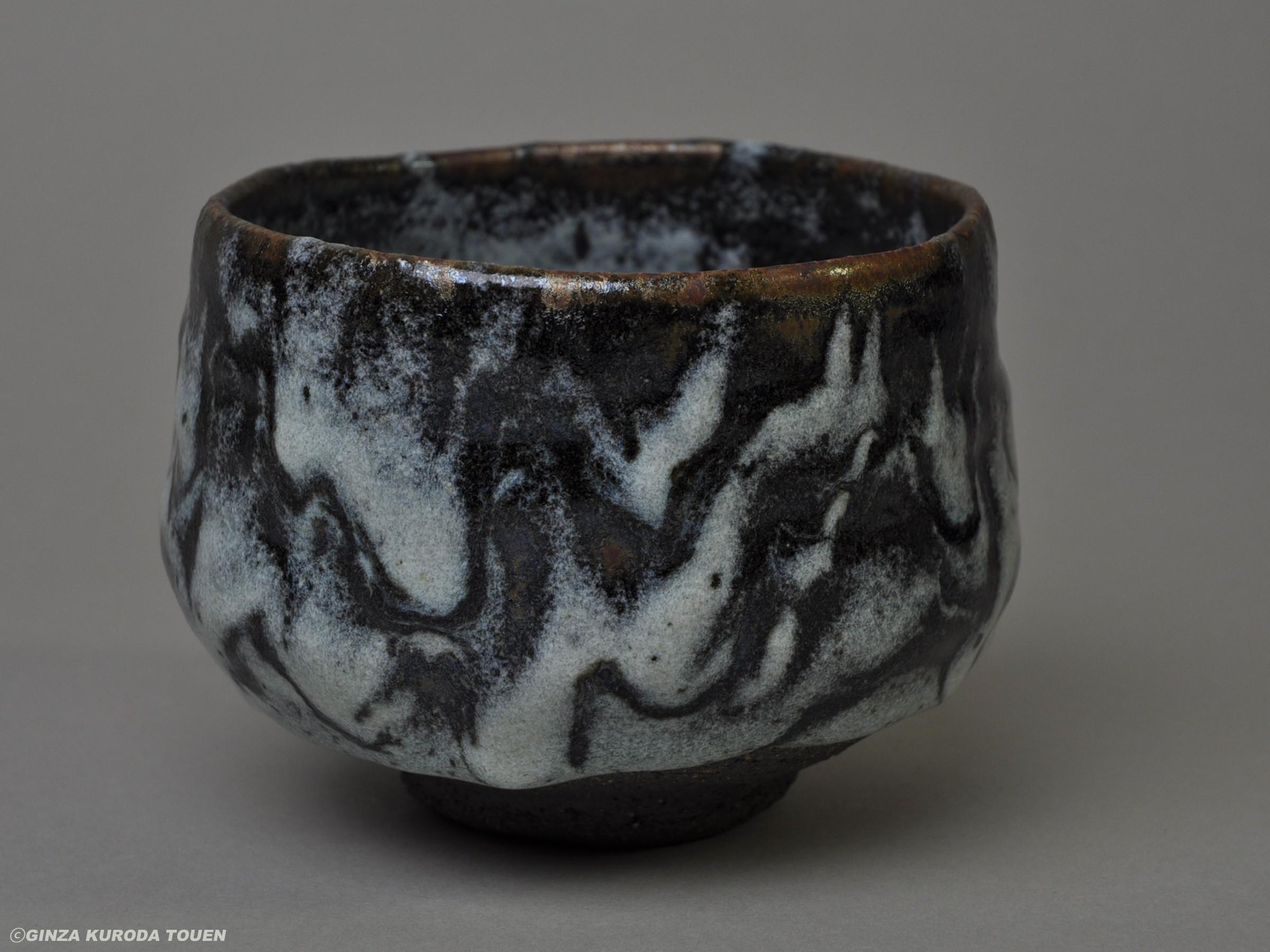 清水卯一 鉄耀白砂釉茶碗