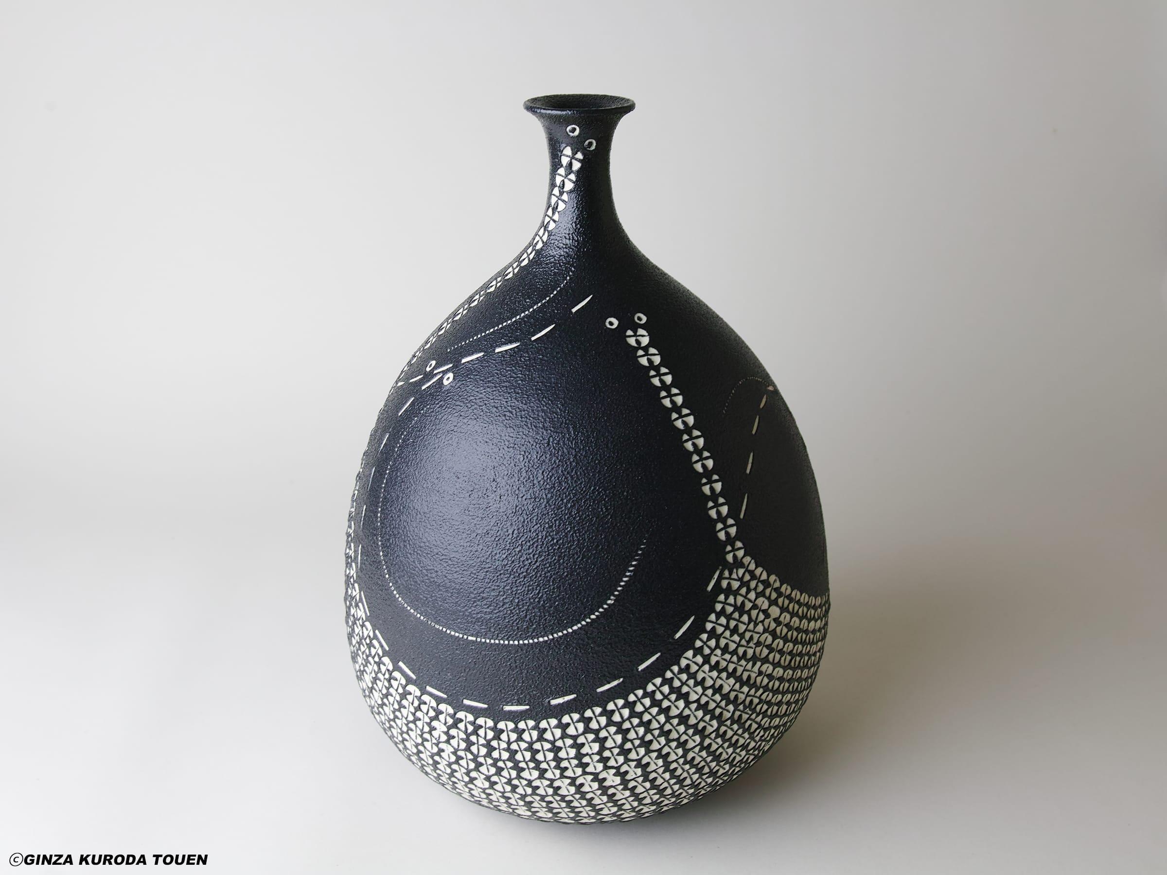 Yutaka Kondo: Flower vase, Black glaze, White inlay